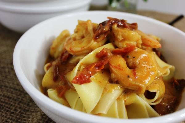 creamy-sundried-tomato-prawn-pasta