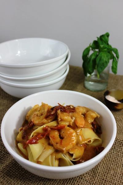 sundried-tomato-basil-prawn-pasta