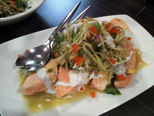 steamed-salmon-green-papaya-apple-salad