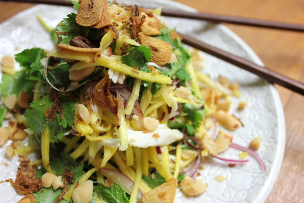 crunch-crab-green-mango-salad