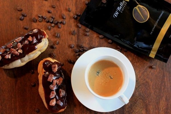 di-bella-coffee-espresso-chocolate-eclairs-candied-pecans